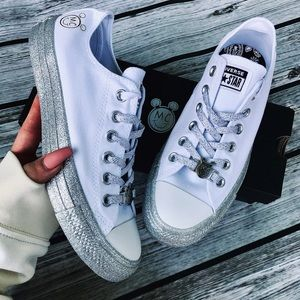 NWB 💖 CONVERSE x MILEY LOWTOP GLITTER EXTREME